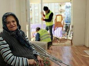 Fatma Teyze'ye  yeni balkon