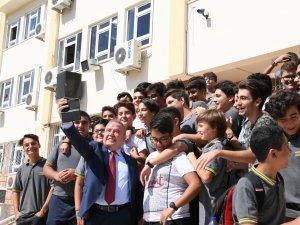 Öğrencilere Böcek Selfisi