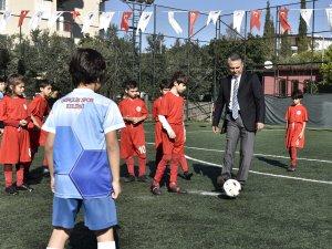 Başkan Uysal Minik Futbolcularla
