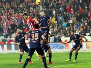 Antalyaspor Lidere diş geçiremedi