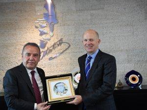 İngiltere Büyükelçi'nden Başkan Böcek'e ziyaret
