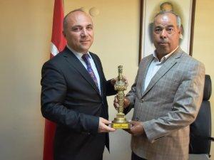 İzmir Selçuk'tan İl Müdürü Mustafa Özen'e Artemis heykeli