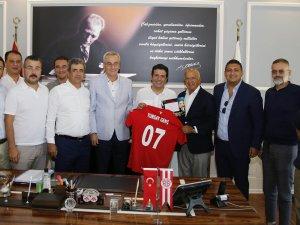 Başkan Genç, Antalyaspor Derneğini ve Yönetimi ağırladı