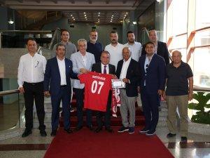 """Başkan Böcek, """"Antalyaspor'umuza desteğimiz tamdır"""""""