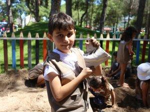 Kepez çocuk atölyeleri eğlendirirken öğretiyor