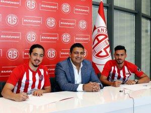 Antalyaspor'da 2 imza birden