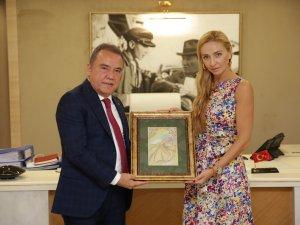 Dünya Şampiyonu Navko Başkan Böcek'i ziyaret etti