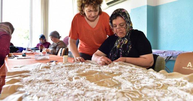 AKMEK'in el sanatları kurslarına yoğun ilgi