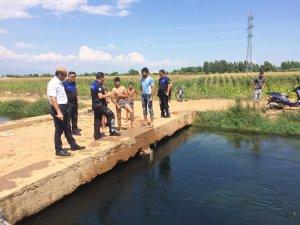 Sulama kanallarında serinlemek için suya giren vatandaşlar uyarıldı