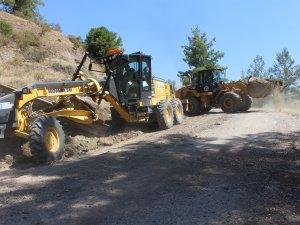 Büyükşehir'in Kumluca'da yol yapım çalışmaları sürüyor