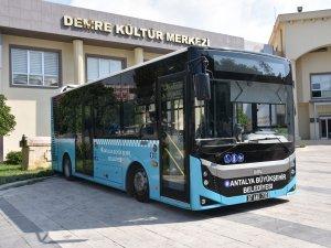 Başkan Böcek otobüs sözünü yerini getirdi