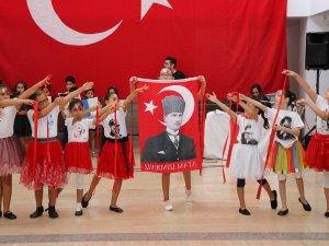 Yaz kursu öğrencileri Zafer Bayramı'nı kutladı