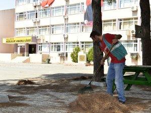 Denetimli serbestlik yükümlülerinden okul temizliği