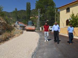 Korkuteli Güzle grup yolu asfaltlanıyor