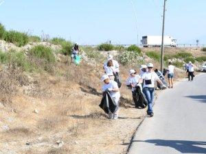 Dünya Temizlik Günü'nde sahil temizliği