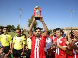 Kırkgöz Döşemealtı Belediyespor şampiyonluk kupasını aldı
