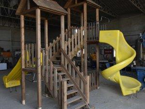 Muratpaşa, çocuk oyun parkları üretiyor