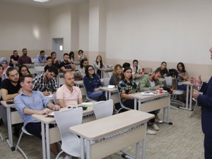 Başkan Genç, Bilim Üniversitesi'nde derse girdi