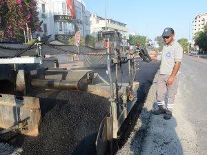 Konyaaltı Belediye Caddesi'ne Büyükşehir'den sıcak asfalt