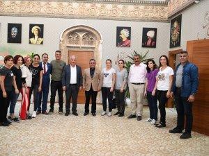Başkan Şahin'den öğretmenlere büyük övgü