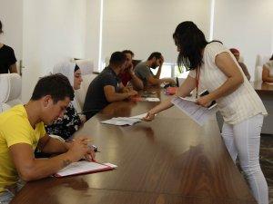 Döşemealtı Belediyesi'nin İşkur Masası işverenle işçiyi buluşturuyor