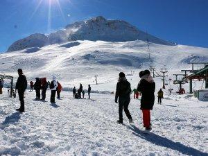 Antalyalılar karla buluşuyor