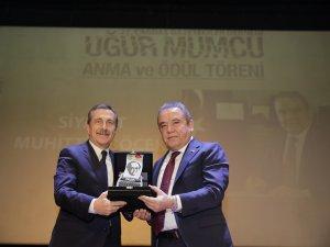 Başkan Böcek'e Yılın Siyaset Ödülü