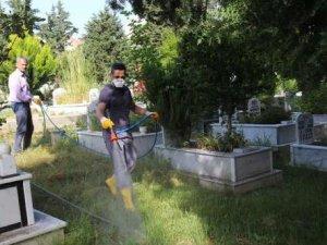 Gazipaşa'da mezarlıklara Büyükşehir'in eli değdi