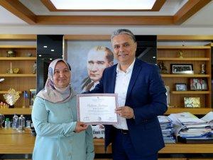 Diplomasına aldı, Başkan Uysal'ı ziyaret etti