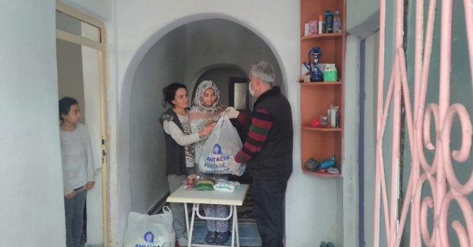 Çölyak hastalarına glutensiz gıda yardımı ilçelerde de devam ediyor