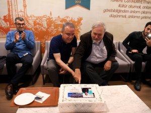 Başkan Böcek, pastayı İlber Ortaylı ile birlikte kesti