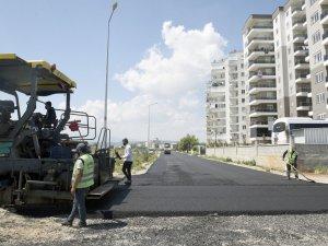 Kepez'den iki mahalleye 11 bin ton sıcak asfalt