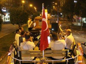 Büyükşehir Bandosu 'evde kalanlara' moral için sokakta