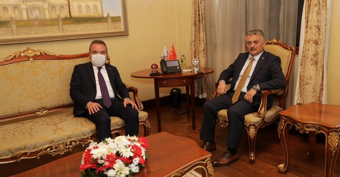 Başkan Böcek Vali Yazıcı'yı ziyaret etti