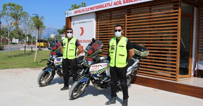 Motosikletli ambulanslar plajda