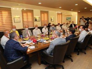 Başkan Böcek Manavgat'ta turizmcilerle buluştu