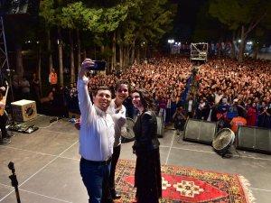 Fatma Turgut hayranları  ile Kepez'de buluştu