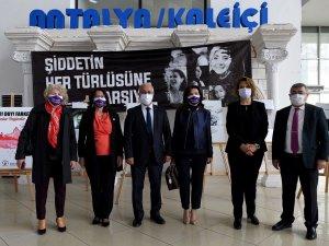 Muratpaşa'da kadınlar için saygı duruşu