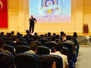 """Antalya polisinden gençlere """"Bilinç semineri"""""""