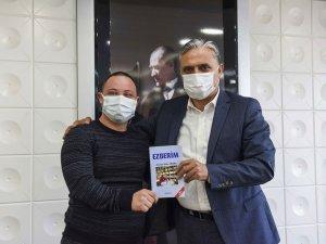 Kitabını Başkan Uysal için imzaladı