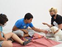 Özel çocuklar Lizzy'le oyunlar oynadı