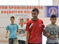 Görme engelli sporcular Muratpaşa'yla turnuvaya hazırlanıyor