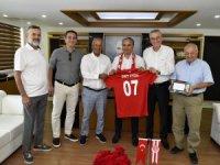 Antalyaspor Kulübü Derneği, Başkan Uysal'ı ziyaret etti