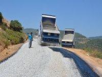 Alanya Yeşilöz'de bozulan yollar asfaltlanıyor