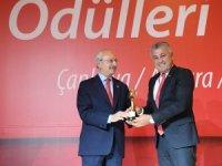 Sözen'nin ödülünü Kılıçdaroğlu verdi