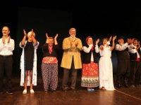 Aktif yaşlılardan tiyatro gösterisi