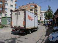 Büyükşehir karantinadaki mahallelere ekmek dağıttı