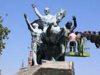Ulusal Yükseliş Anıtı bakımda