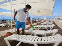 Ekdağ Lara Plajı'nda tedbirli deniz keyfi
