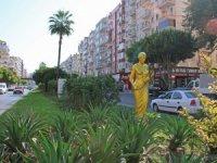 Altın Portakal heykelleri kenti süslüyor